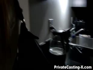 Prywatne odlewanie x - głodny za gotówkę przygotowaną dla koguta