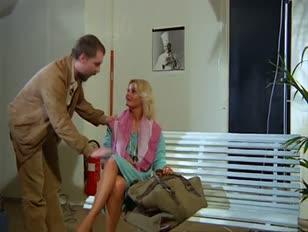 Mężczyzna oszukał jasnowłosą wystawną modelkę w pieprzony sposób