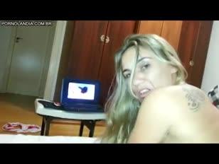 Loira casada tatuda sentando no pau dando o cu