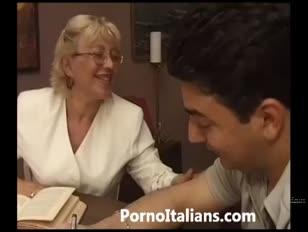 Dojrzała babcia włoska - nonna vogliosa di cazzo duro matura italiana scopa
