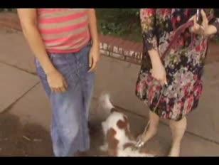 Tatum reed spotyka się z emilee na ulicy