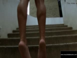 Allison moyer hebanowa sukienka seksowne nogi